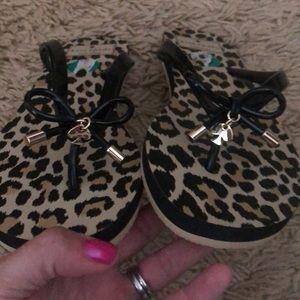 NWOT Kate Spade ♠️ leopard & black flip flops 7/8